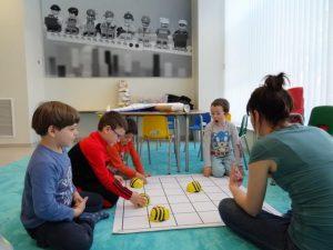 Habilitas tapetes para bee-bots y lego